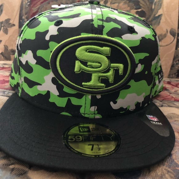b42173655 San Francisco 49ers fitted hat sz 71/2 camouflage NWT